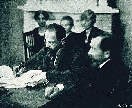Joffe_signing_the_Treaty_of_Tartu