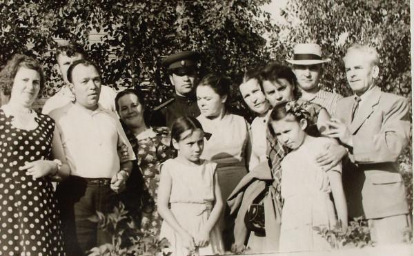 Омётов В.И. и дочери 1957