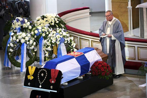 koiviston hautajaiset eero huovinen39376852