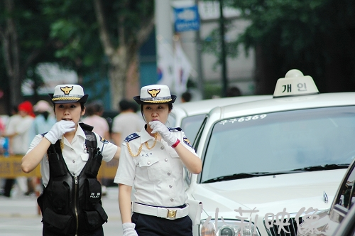 military_woman_south_korea_police_000041_960