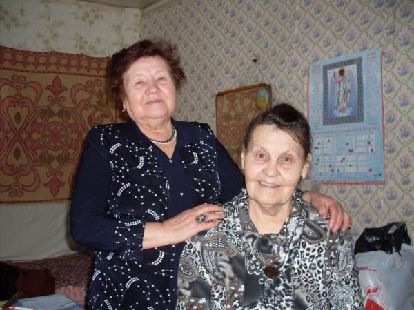 Мотя (справа) и Диляра 2011