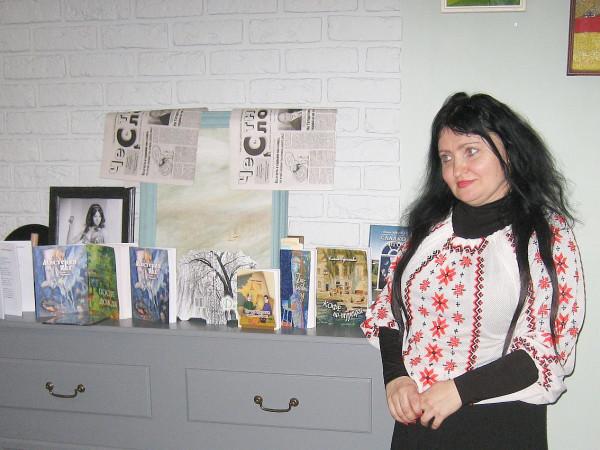 Елена Черняева с книгами 11 апреля 2018