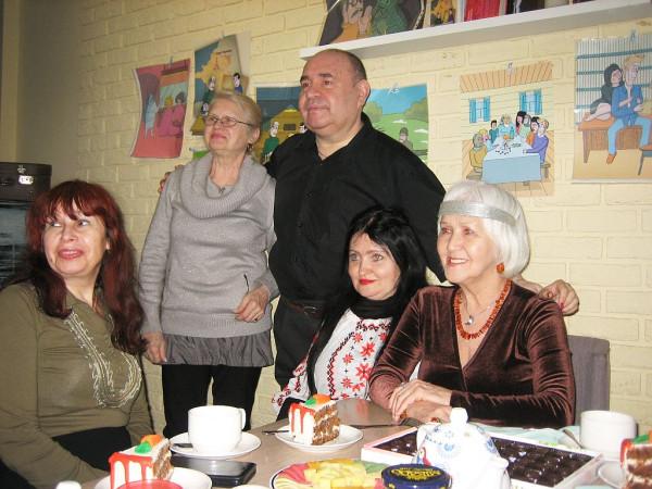 Елена Черняева в кругу друзей