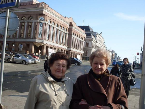 Газизова Диляра (слева) 2010