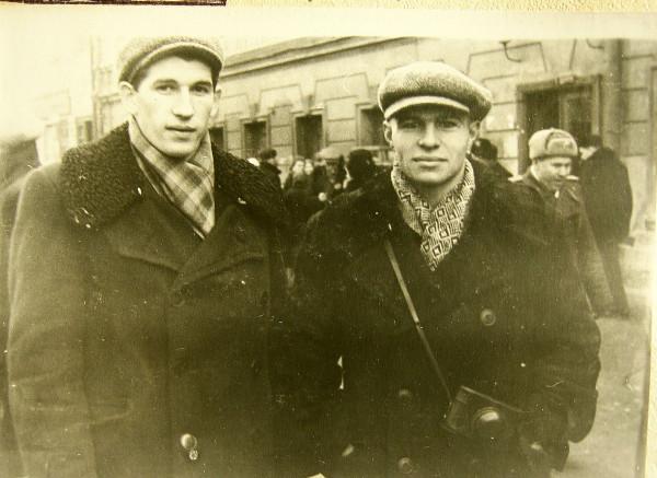 Леонид Дворецкий (слева) и Роберт Дворцов г. Горький 1957