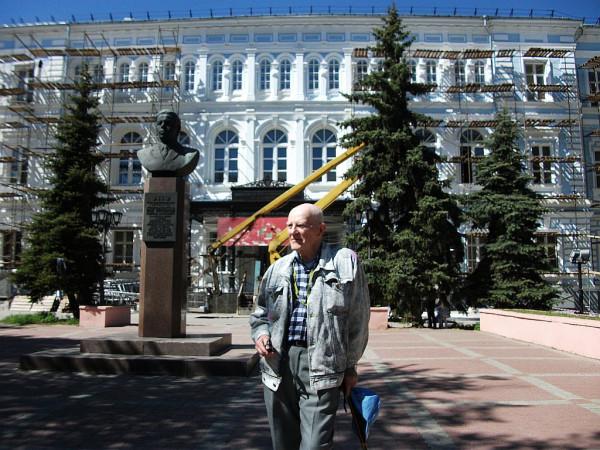 Егоров Геннадий у альма-матер 12 мая 2018