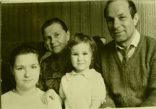 Савельев Анатолий с семьёй 1990 Нижний Новгород