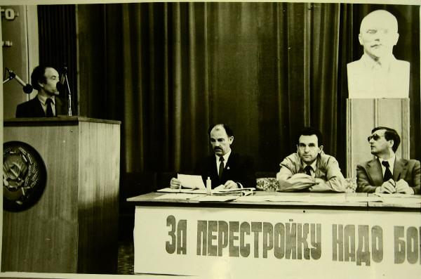 Егоров Геннадий (слева сидит)  Казань 1989 год