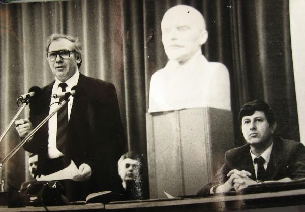 Ларюшин А.И. (слева) 1990 год Казань