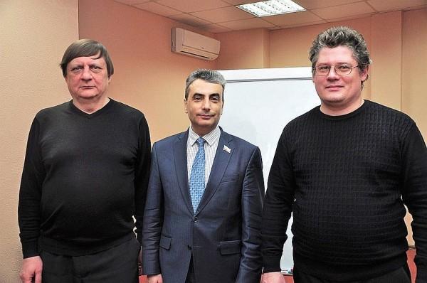 Лев Шлосберг с коллегами по Яблоку