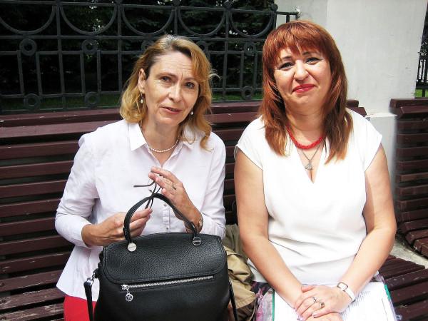 Елена Бурундуковская слева