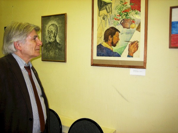 Натан Солодухо у своей картины дубль