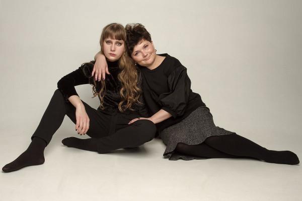 Ольга Миронович с дочерью Глафирой 2021