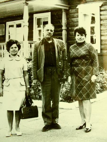 Справа налево Тамара Владимир Диляра 1977
