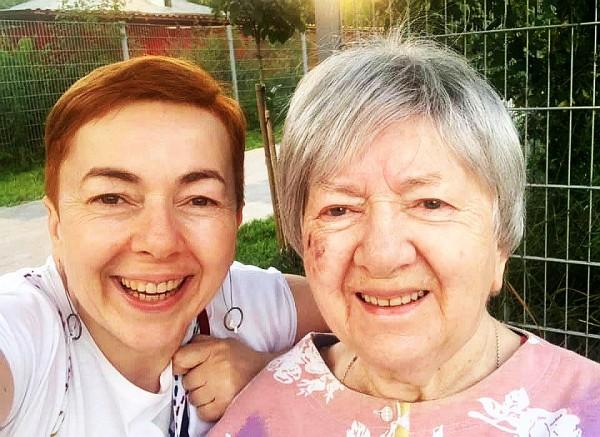Алина Ивах с мамой Лорой июль 2021