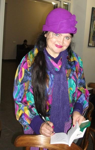 Елена Черняева дает автограф 2 10 21