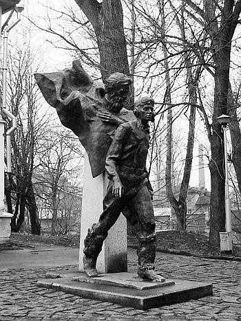 памятник двум капитанам