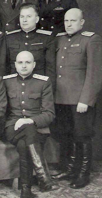 Егоров СВ среди сослуживцев 1951 год ВЫР