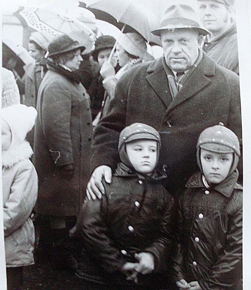 С внуками в Тарту в 1975