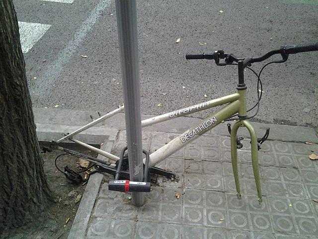 Раздетый вело на стоян УМ