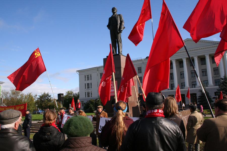 Красные флаги в Пскове окт 12