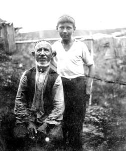 Дед-татарин с внуком