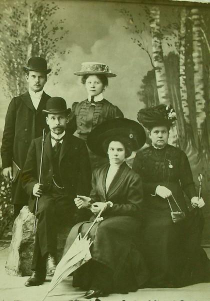 Эстония. Солидное семейство