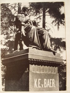 Памятник Карлу фон Бэру в Тарту