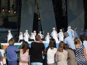 На сцене русские красавицы