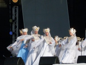 На сцене ближе русские красавицы