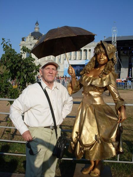 Блогер Егоров с живой девушкой