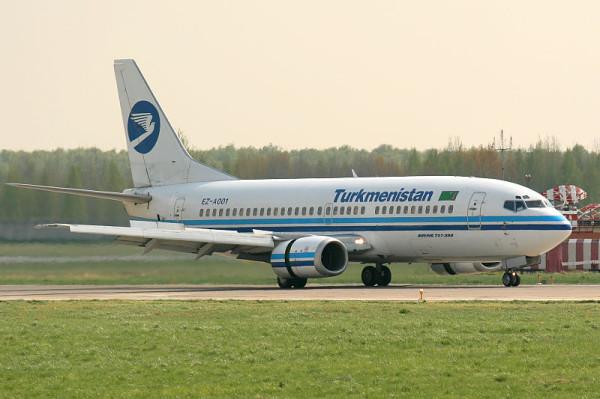800px-Turkmenistan_Boeing_737-300_Misko-1