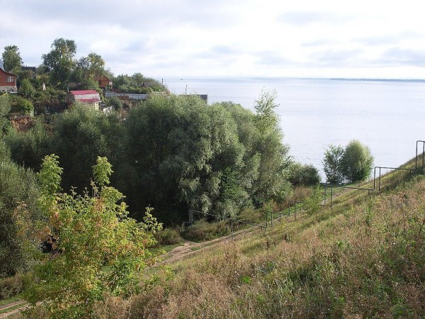 Левый берег Волги напротив Ключищей