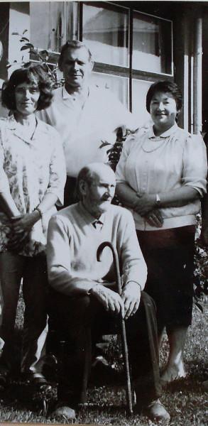 Эду с сыном в кругу семьи лето 1993
