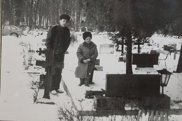 Надгробная плита Юрсонов в Маарья