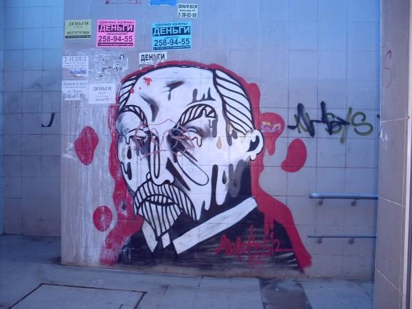 Ленин. Графити в подземном переходе в Казани у торг центра ХэЛь май 2014