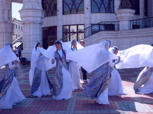 Танцовщицы в движении
