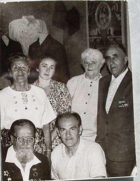 В музее 23 07 94 Снизу Л.С.Колобов и Г.С.Егоров