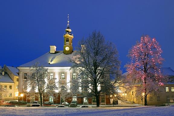 Estonia-Tartu-town-hall-in-winter-blog