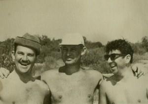 Лето 1969 на о.Земском Гомон А.И. справа