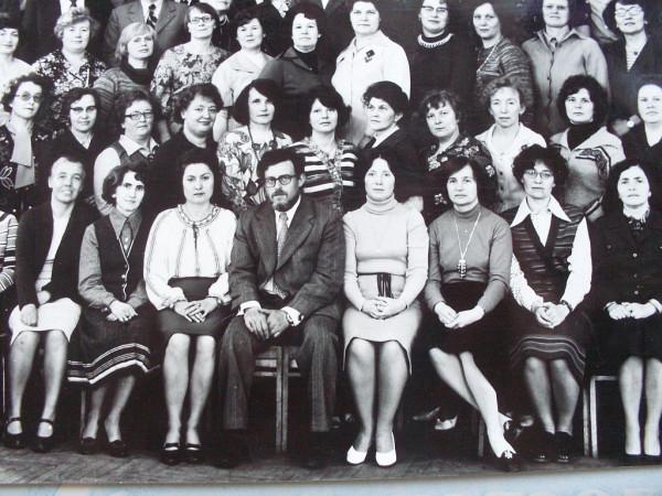 В.Н.Генкин среди выпускниц ГГУ 1960 года