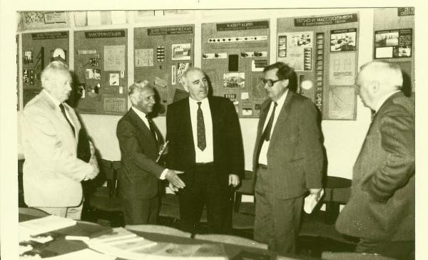 Acad_Andriesh_EC_representatives_Simonov_1995