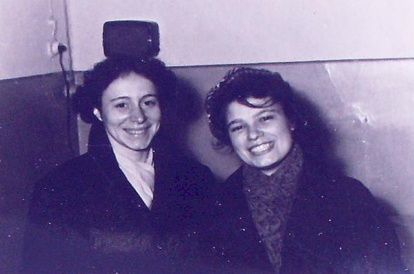 ГХ (справа) с подругой, 1958 год