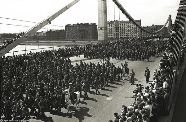 Марш пленных немцев в 1944