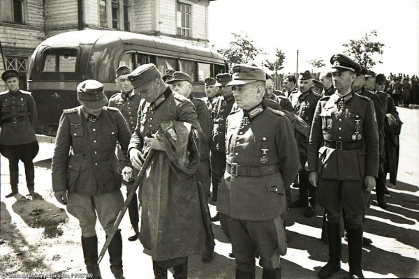Генералы перед маршем 1944