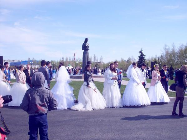 Невесты и женихи у Матери солдата