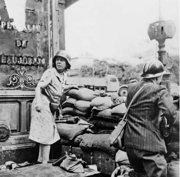 На улицах Парижа 1944