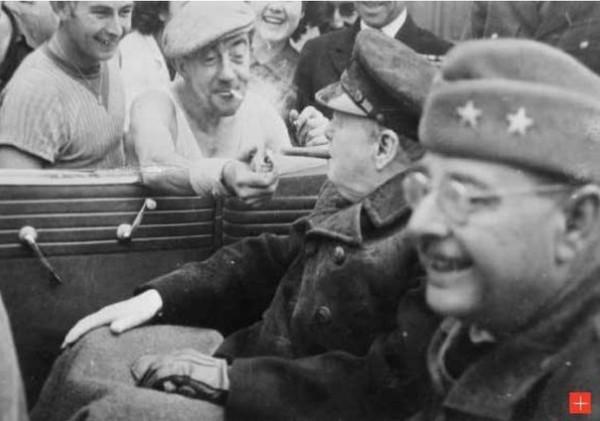 Черчилль прикуривает. Шербур 1944