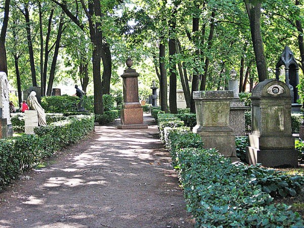 800px-San_Pietroburgo-Cimitero_degli_artisti_9