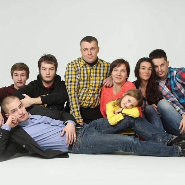 Тийна Радионов и семья